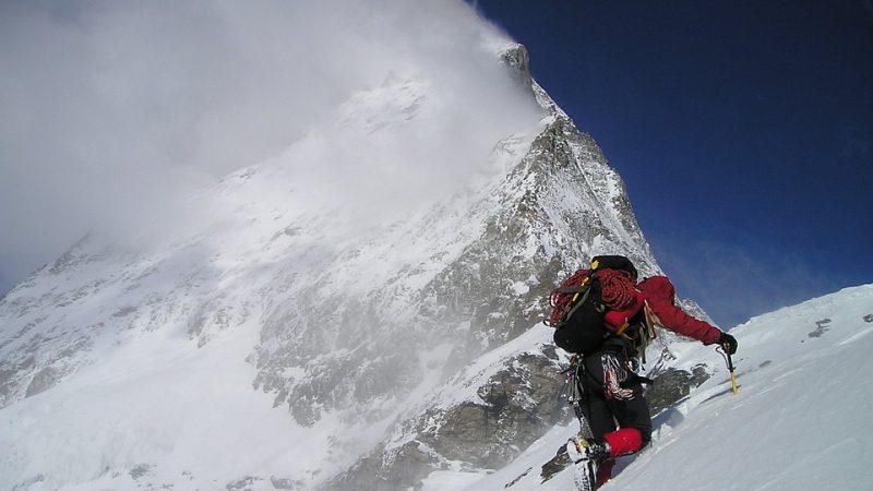 alpinista alta quota mal di montagna