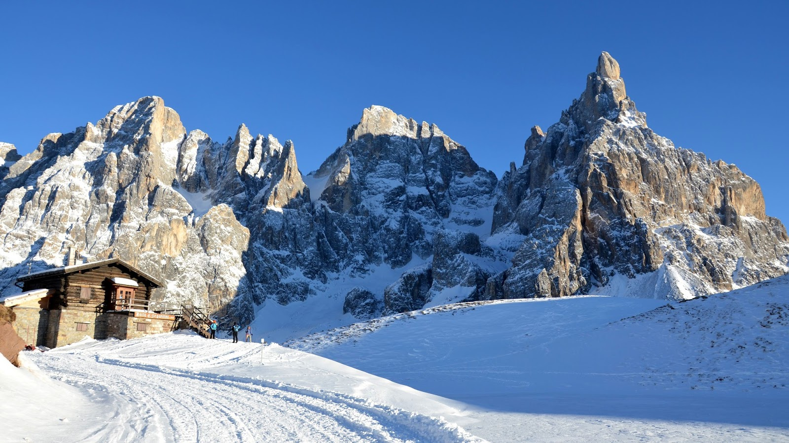 Escursione ad anello con le ciaspole in Val Venegia