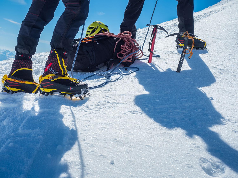 Come abbinare ramponi e scarponi da montagna