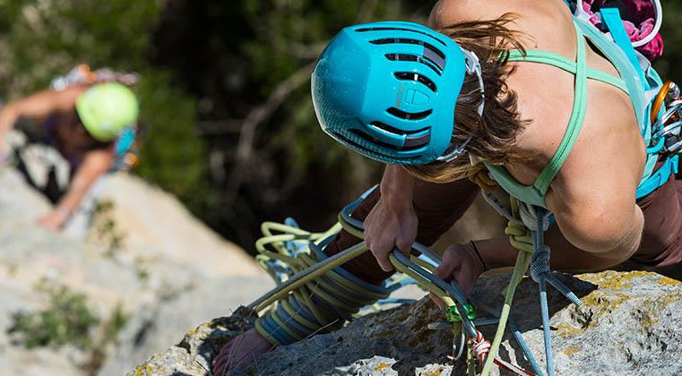 10 migliori caschi da arrampicata