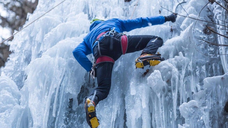 Attrezzatura e abbigliamento cascate di ghiaccio