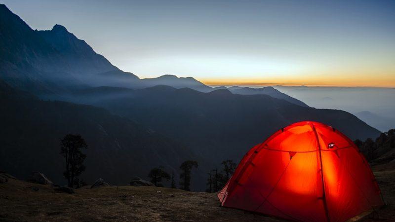 tenda da trekking in montagna